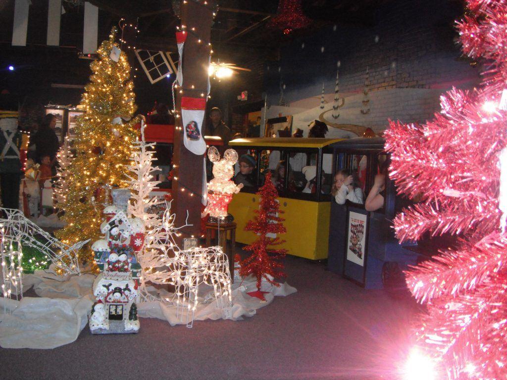 depot-christmas-train